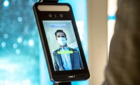 CAME integra i sistemi di accesso automatici con termoscanner per rilevazione temperatura e uso mascherina